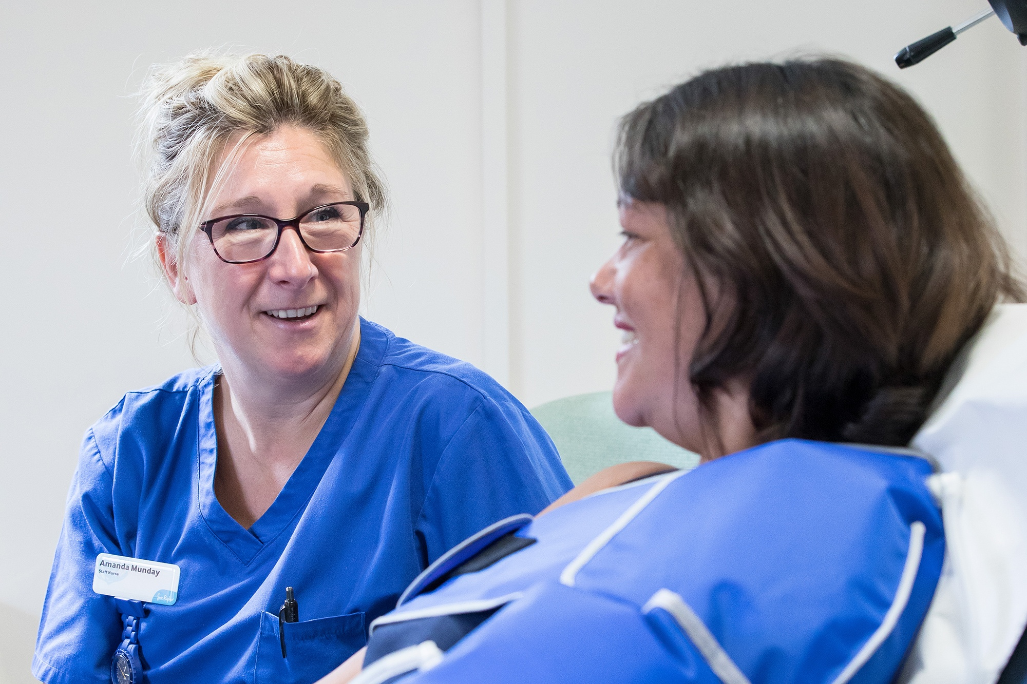 Image of a Sue Ryder nurse talking to a patient